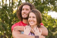 Nette Paare im Park Lizenzfreies Stockbild