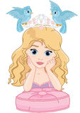 Nette Prinzessin und blaue Vögel Stockfoto