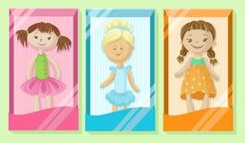 Nette Puppenfahnen stellten, Mädchenlieblingsspielwaren, bunter Poster mit Puppenkarikatur-Vektor Illustrationen ein stock abbildung