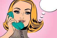 Nette Retro- Frau der Pop-Art in den Comics reden die Unterhaltung am Telefon an Stockbilder