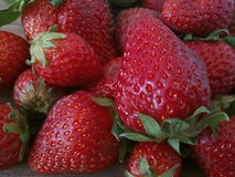 Nette rote Erdbeeren Stockfotos
