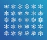 Nette Schneeflockensammlung lokalisierte Weiß auf blauem Hintergrund Flache Linie Schneeikonen, Schnee blättert Schattenbild ab N Stock Abbildung