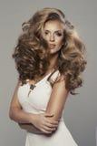 Nette sexy blonde Frau Stockbild