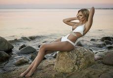 Nette sexy blonde Frau Lizenzfreie Stockfotos