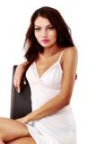 Nette, sexy Frau in der Wäsche lokalisiert auf Weiß Stockfotografie