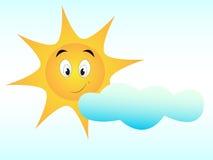 Nette Sonne mit glücklichem Gesicht mit Wolke auf weißem Brett stockfotografie