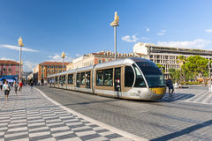 Nette Straßenbahn am Platz Massena Stockfotos
