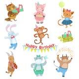 Nette Tiercharaktere, die an Geburtstagsfeier-Feier-Satz teilnehmen Lizenzfreies Stockbild