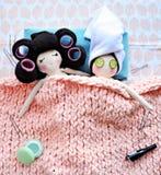Nette und lustige handgemachte Puppen stockbild