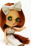 Nette und schöne Puppe im Kleid Stockfotos