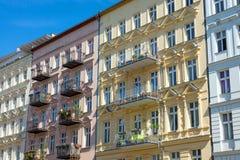 Nette wieder hergestellte Häuser in Berlin lizenzfreie stockfotos