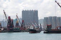 Nette Wolkenkratzer und Boote im Pier Hong Kong stockbild