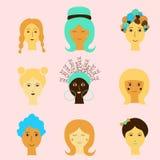 Nette Zeichnung von cartoom Frauengesichtern Modische Charaktere, Kunst können für Glückwünsche am Tag der Frauen benutzt werden stock abbildung
