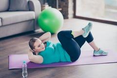 Netter Active regte starke positive vorbildliche fetthaltige Frau auf Lizenzfreie Stockfotos