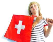 Netter blonder Junge, der Flagge von der Schweiz hält Stockbilder