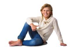 Netter blonder Junge oder Jugendlicher in zufälligem in voller Länge Lizenzfreie Stockfotografie