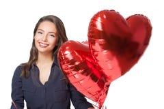 Netter Brunette mit Herz Ballons stockfotos