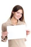 Netter Brunette mit unbelegtem Papier Stockfotografie