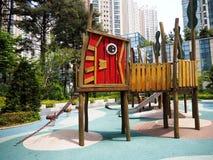 Netter Designspielplatz am Park Stockfoto