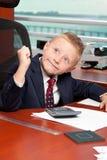 Netter doof Junge im Büro Stockbild