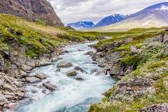 Netter Fluss für das Flößen! Stockfotos