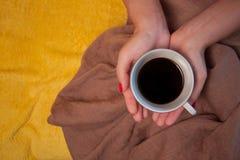 Netter gemütlicher Morgen mit Tasse Kaffee Stockfotografie