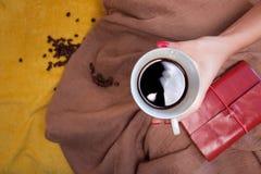 Netter gemütlicher Morgen mit Tasse Kaffee Lizenzfreie Stockbilder