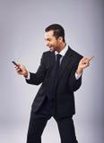 Netter Geschäftsmann Dancing Out der Freude Stockfoto