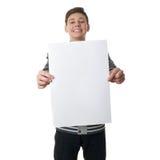 Netter Jugendlichjunge in der grauen Strickjacke über Weiß lokalisierte Hintergrund Lizenzfreie Stockfotos