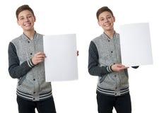 Netter Jugendlichjunge in der grauen Strickjacke über Weiß lokalisierte Hintergrund Lizenzfreie Stockfotografie