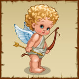 Netter Junge Amor mit Bogen auf einem Pergamenthintergrund Lizenzfreie Stockfotos