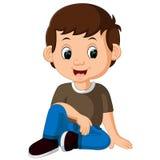 Netter Junge, der auf dem Fußboden sitzt stock abbildung