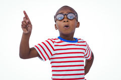 Netter Junge, der den Finger ablehnt die Kamera rüttelt Stockfotografie