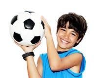 Netter Junge, der Fußball spielt Stockfotografie