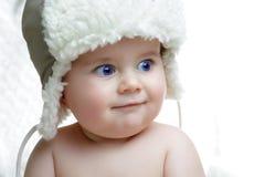 Netter Junge im Hut Stockfoto