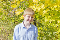 Netter Junge im Sonnenlicht Lizenzfreies Stockbild