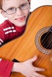 Netter Junge mit einer Gitarre, Lizenzfreie Stockfotos