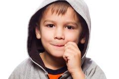Netter Junge mit Reißverschluss zugemachtem Mund Lizenzfreie Stockbilder