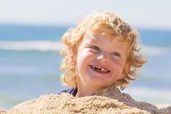 Netter Junge am Strand Lizenzfreies Stockbild