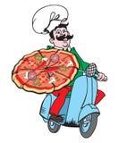 Netter junger Lieferbote, der einen Pizzakasten hält, während Sie auf Weiß lokalisiert werden Lizenzfreies Stockfoto
