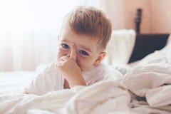 Netter kleiner Junge Stockfoto