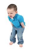 Netter kleiner Junge, der für Kamera aufwirft stockfotos