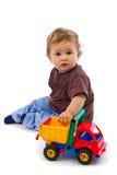 Netter kleiner Junge mit Auto Stockbilder