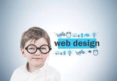 Netter kleiner Junge mit Gläsern, Webdesign lizenzfreie stockfotos