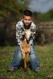 Netter kleiner Junge mit Ziege Lizenzfreie Stockfotografie