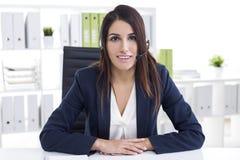Netter Kundenbetreuungs-Abteilungs-Angestellter Lizenzfreies Stockfoto