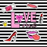 Netter Modeflecken wird mit den Lippen, Schuhe, Krone, Mund, Süßigkeit, Umschlag, Lippenstift deutlich Lizenzfreies Stockfoto