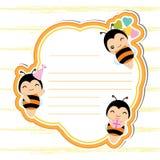 Netter Rahmen mit netten Bienen auf dem orange Rahmen passend für Geburtstagspostkarte Stockbilder