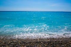 Netter, schöner Strand, ` Azur französischen Rivieras, des Taubenschlages d oder Küste von A lizenzfreies stockfoto