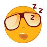Netter Schlafen Emoticon in Sonnenbrille auf weißem Hintergrund Lizenzfreies Stockbild